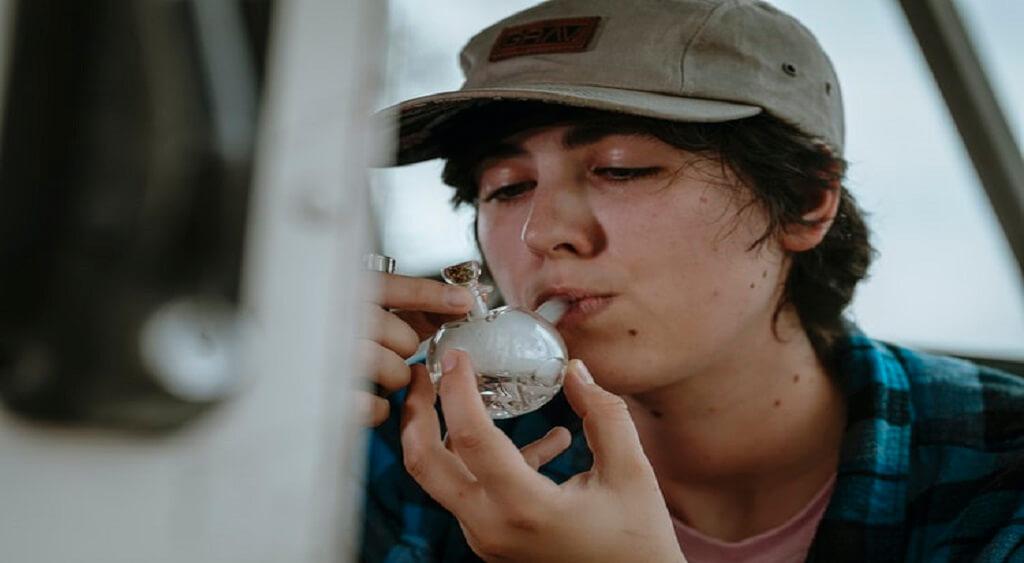 smoking weed   Low Price Bud   Online Weed Dispensary